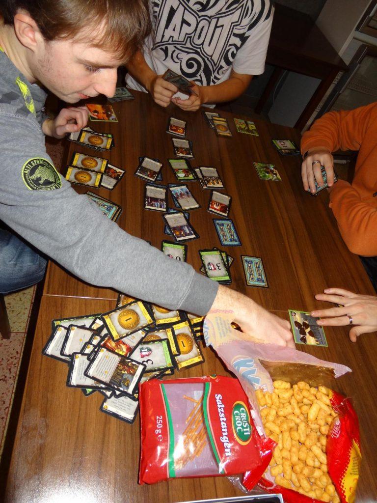 Adventní deskohraní Hraní hry dominion
